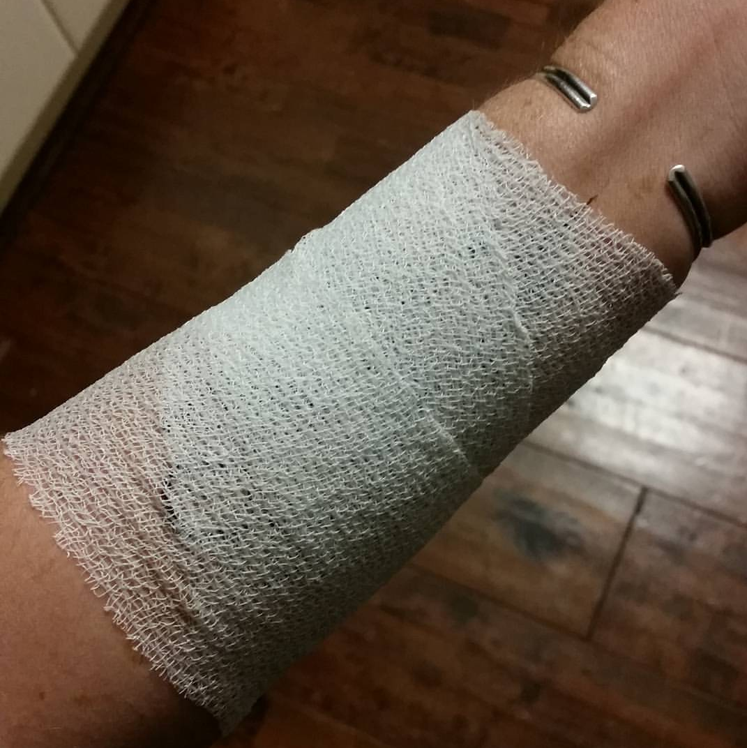 vet wrap on henna cohesive bandage