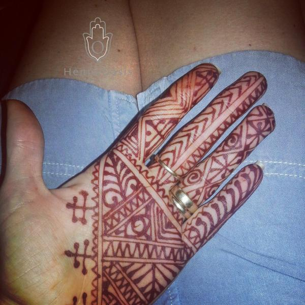 Henna Party Rates : Moroccan palm henna stain